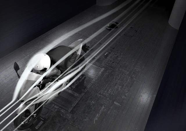画像: 1 エアロダイナミクスを追求したフロントカウルとスクリーン