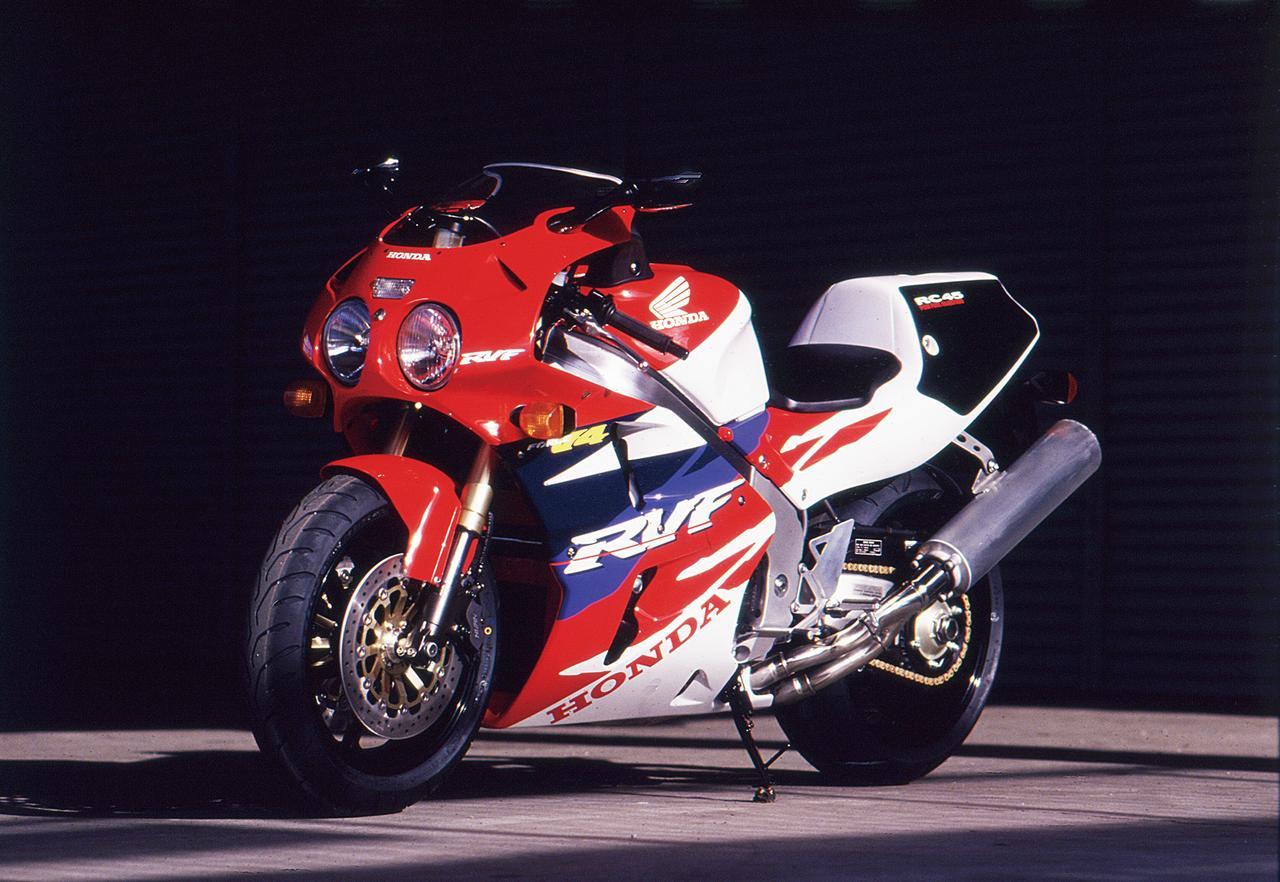 Images : 2番目の画像 - 「ワークスマシンの名を与えられた特別な1台!『HONDA RVF/RC45』【名車図鑑】」のアルバム - LAWRENCE - Motorcycle x Cars + α = Your Life.