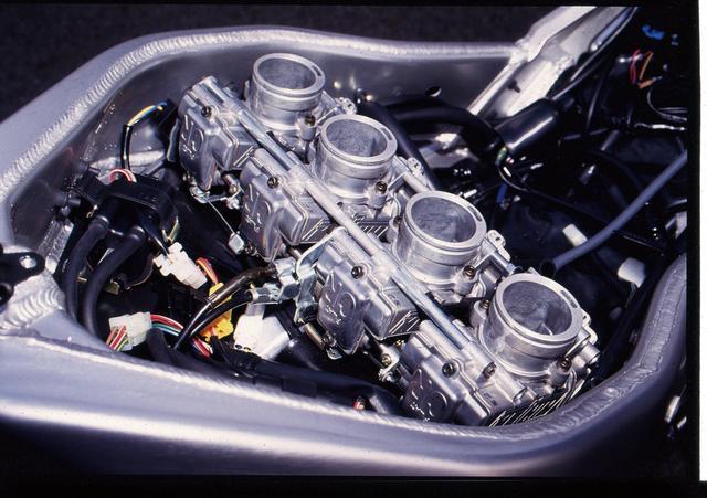 画像2: 国内では限定350台のみOW‐01に代わるレース用ベースモデル