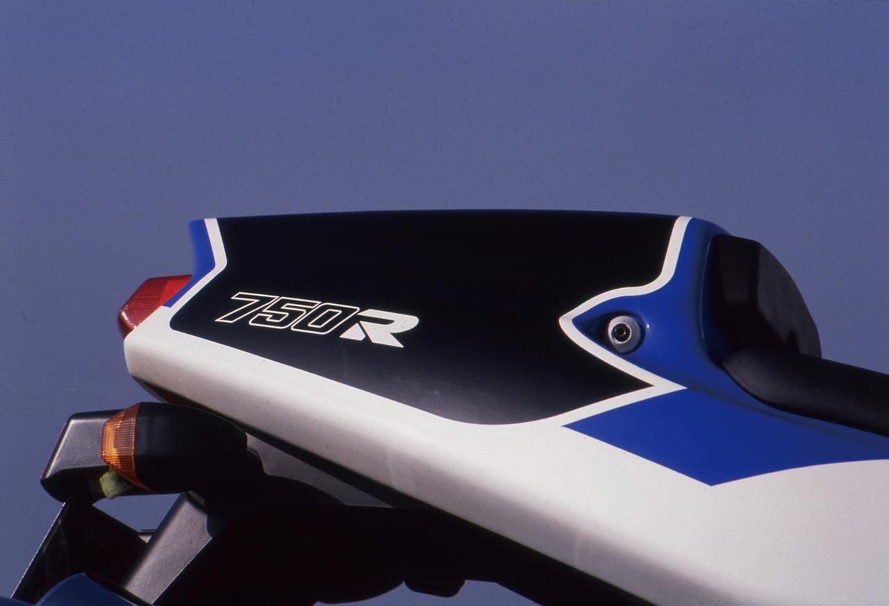 Images : 4番目の画像 - 「サーキットの血が脈打つスーパーウエポン『KAWASAKI ZXR750R』【名車図鑑】」のアルバム - webオートバイ