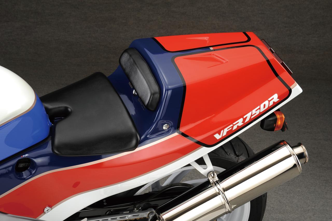 Images : 5番目の画像 - 「限りなくワークスレーサーに近い公道モデルの誕生『HONDA VFR750R [RC30]』【名車図鑑】」のアルバム - webオートバイ