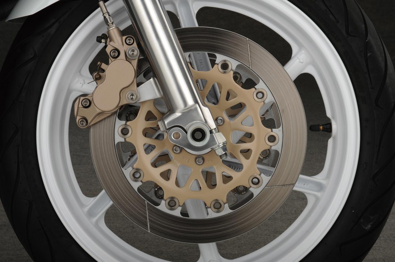 Images : 7番目の画像 - 「限りなくワークスレーサーに近い公道モデルの誕生『HONDA VFR750R [RC30]』【名車図鑑】」のアルバム - webオートバイ
