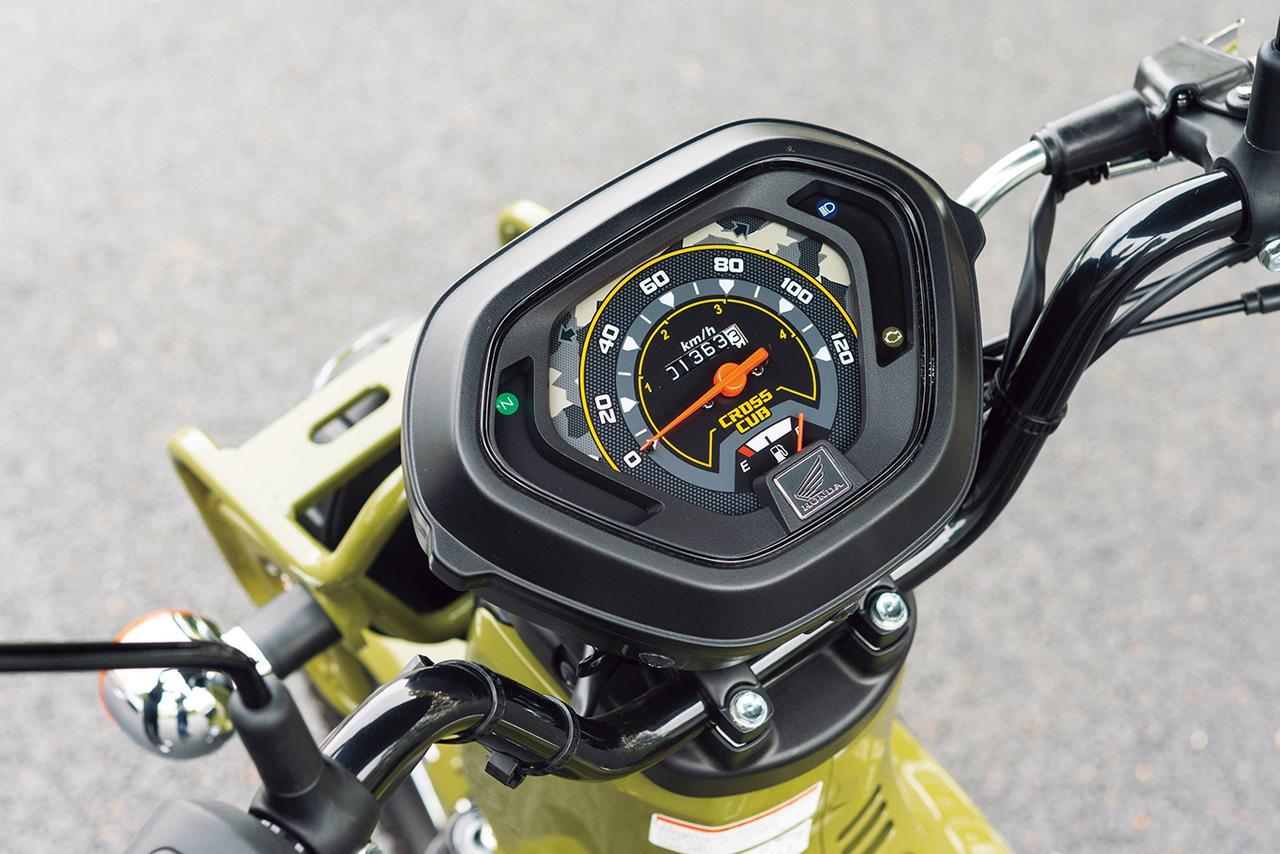 画像: 文字盤にカモフラ柄をあしらったスピード表示のみのアナログメーター。メーター中央の60km/hが原付2種の制限速度となる。