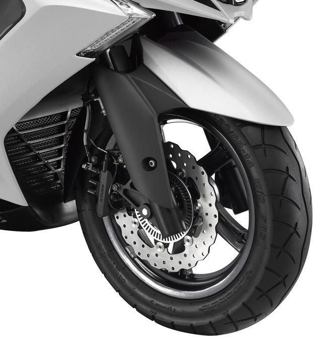 画像: 37mm径のフォークを採用し、高い走行安定性を実現。ブレーキは260mm径のペータルディスクを採用して強力な制動力を確保。
