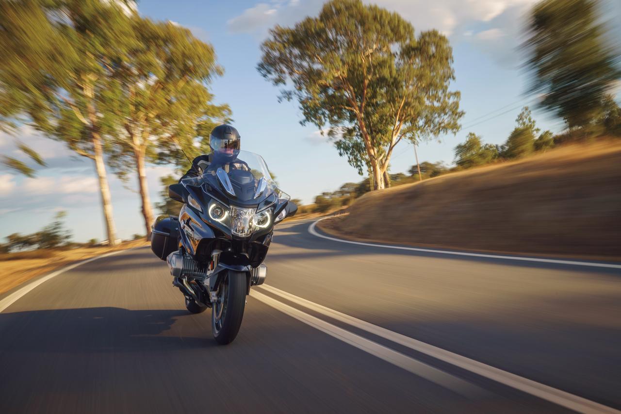 Images : 2番目の画像 - 「伝統のフラットツインを大幅に改良したツーリングモデルの最高峰『BMW R1250RT』」のアルバム - webオートバイ