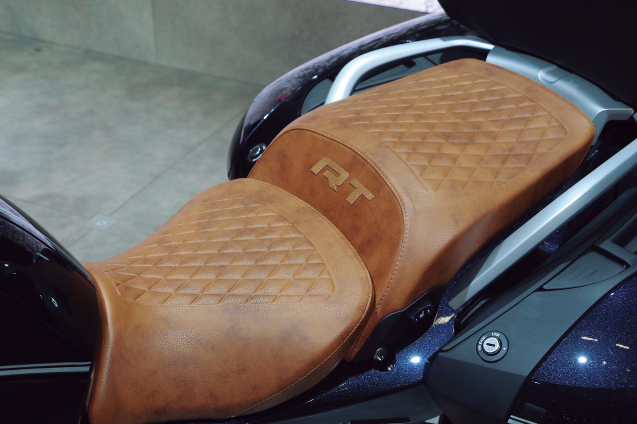 Images : 4番目の画像 - 「伝統のフラットツインを大幅に改良したツーリングモデルの最高峰『BMW R1250RT』」のアルバム - webオートバイ