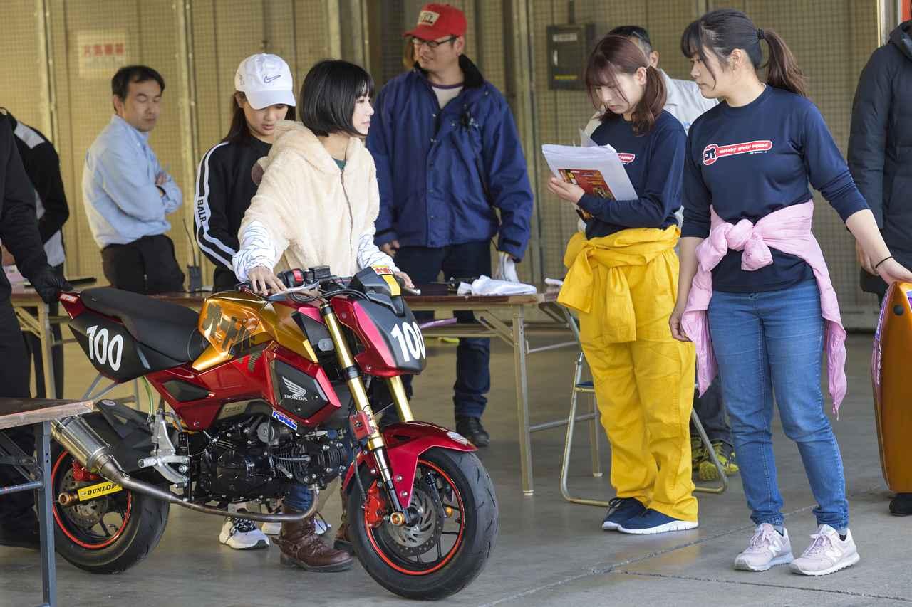 Images : 8番目の画像 - 「いよいよ大阪モーターサイクルショー始まります!「女子部ロンT」を初の一般販売! 『Motoジム!』『バイク擬人化菌書』のサイン本も!」のアルバム - webオートバイ