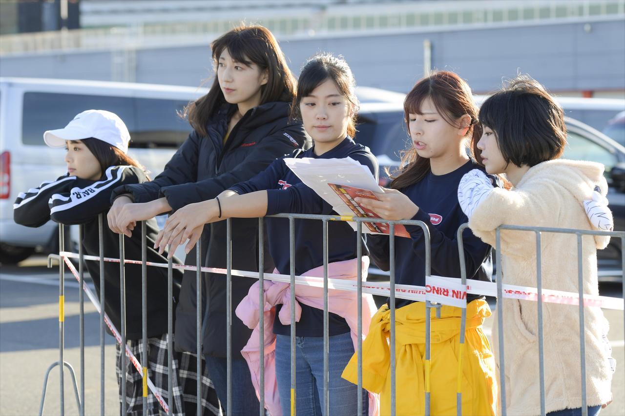 Images : 3番目の画像 - 「いよいよ大阪モーターサイクルショー始まります!「女子部ロンT」を初の一般販売! 『Motoジム!』『バイク擬人化菌書』のサイン本も!」のアルバム - webオートバイ