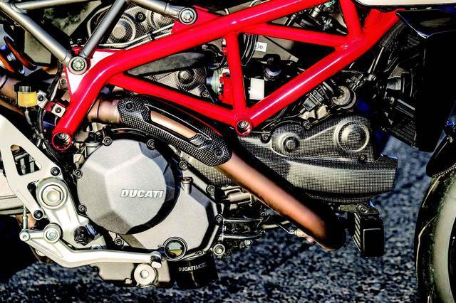画像: テスタストレッタ11°エンジンはピストンや排気カムを変更した他、φ53 mmのスロットルボディも採用。フレームもパイプ肉厚を見直すなどして1kg軽量化している。