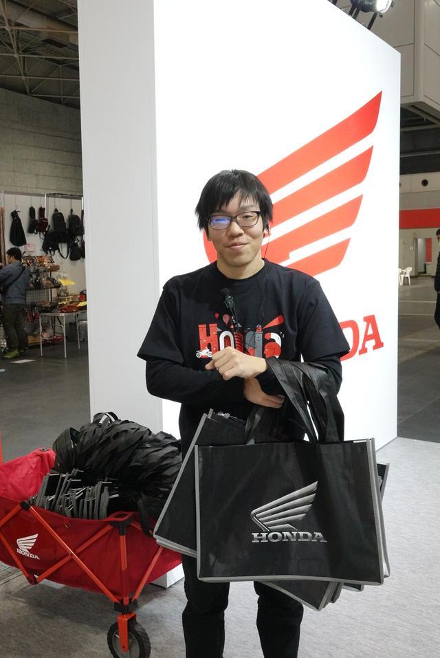 画像: また、ホンダブースでは、オリジナルバッグも配布されています!