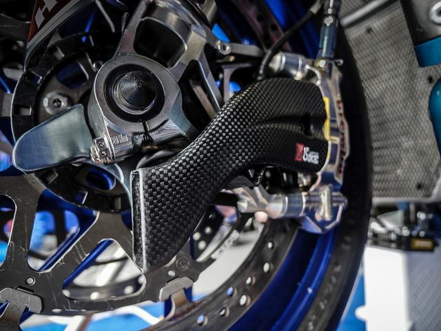 画像: これがキャリパー用の冷却ダクト WSBKマシンは、MotoGPマシンのようにカーボンローターを使用しません