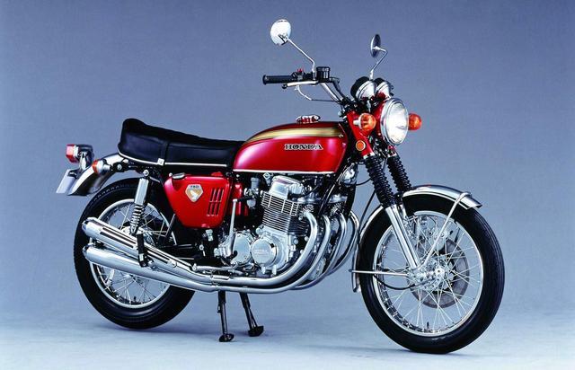 画像: HONDA DREAM CB750Four(1969/7) ホンダ初のダブルクレードルフレームに量産車世界初となる4ストOHC4気筒エンジンを搭載。そのエンジンが生み出す圧倒的なパフォーマンスに加え、前輪ディスクブレーキや4気筒を主張する4本出しマフラーの美しい輝きで一躍日本のオートバイを代表するイメージリーダーとなった。 ●空冷4ストOHC2バルブ並列4気筒●736cc●67PS/8000rpm●6.1kg-m/7000rpm●220kg(乾)●3.25-19・4.00-18●38万5000円
