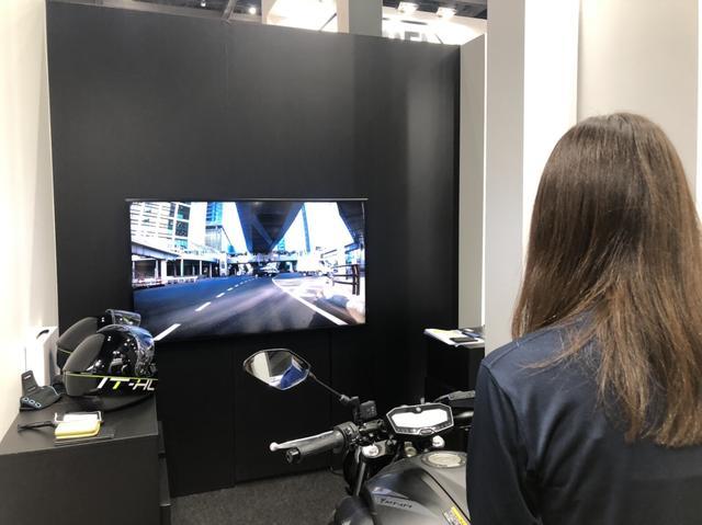 画像2: SHOEIブースで未来のヘルメットを初体験!(大関さおり)