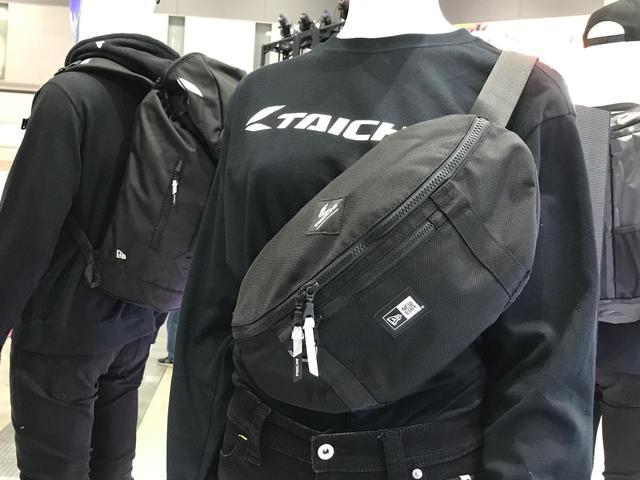 画像: ロングTシャツにスモールウェストバッグ。使い勝手も良さそう!