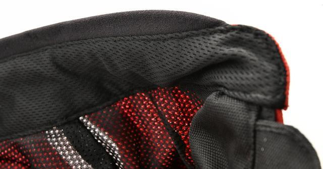 画像: 襟には肌に優しいネオプレイン素材