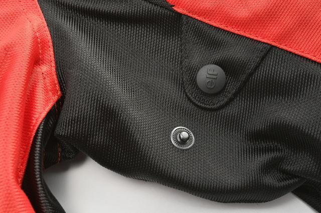 画像: 袖のバタつき防止にアジャスト用ドット
