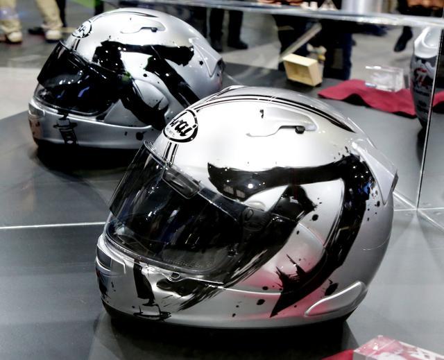 画像2: 【おまけ】スズキブースにはKATANAグラフィックのアライヘルメットが展示されていました!