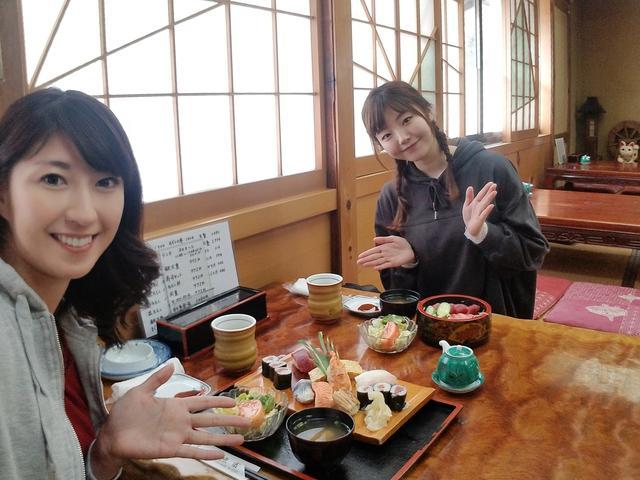 画像: 私は寿司セット、いちかちゃんは鉄火重です!