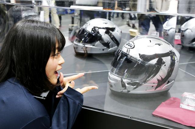 画像1: 【おまけ】スズキブースにはKATANAグラフィックのアライヘルメットが展示されていました!