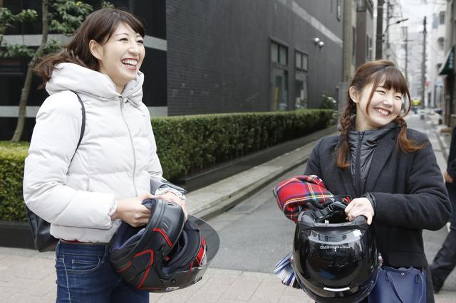 画像: わたしは、 MOTORHEADさんのフリップアップフルフェイスヘルメット。さおりさんは、 Araiさんのフルフェイスヘルメットでした ...!!  Monkeyの赤とヘルメットの赤が、良い組み合わせでカッコ良かったです!