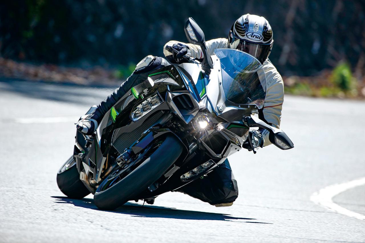 Images : 1番目の画像 - 「〝魔法の足〟を手に入れた極上のハイパフォーマンスツアラー!『KAWASAKI NINJA H2 SX SE+』(2019年)」のアルバム - LAWRENCE - Motorcycle x Cars + α = Your Life.