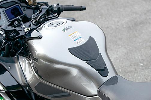 Images : 7番目の画像 - 「〝魔法の足〟を手に入れた極上のハイパフォーマンスツアラー!『KAWASAKI NINJA H2 SX SE+』(2019年)」のアルバム - LAWRENCE - Motorcycle x Cars + α = Your Life.