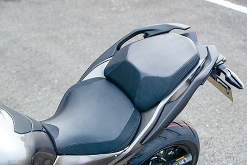 Images : 5番目の画像 - 「〝魔法の足〟を手に入れた極上のハイパフォーマンスツアラー!『KAWASAKI NINJA H2 SX SE+』(2019年)」のアルバム - LAWRENCE - Motorcycle x Cars + α = Your Life.