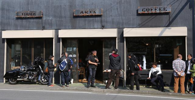 画像: 会場はロンドンに本店を持つダークアーツコーヒー。日本で現在唯一の店舗が葉山にあります!