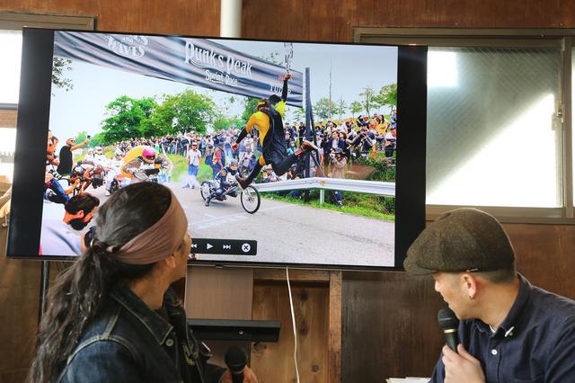 画像: 欧州では公道を使ったレースイベントもさまざま開催されています。速さだけでなく、「仮装」のクオリティがシーズンポイントに反映されるレースもあるのだとか(笑)。