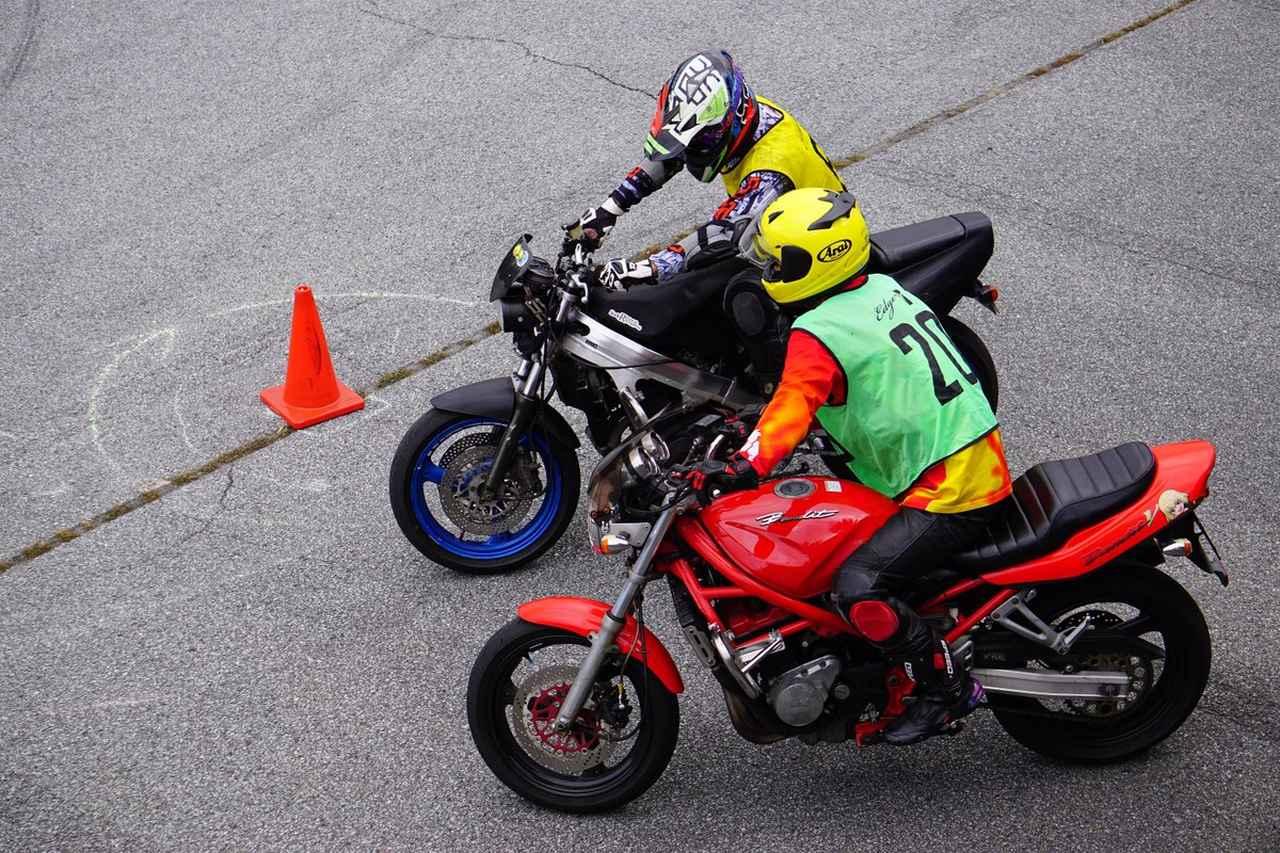 Images : 4番目の画像 - ジムカーナの練習風景 - webオートバイ
