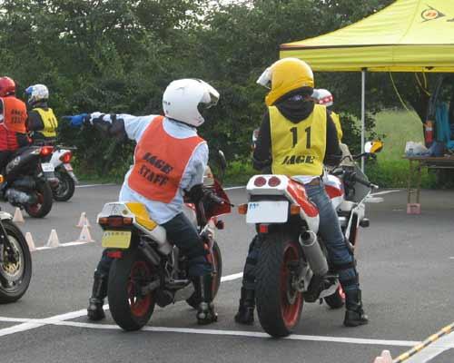 Images : 1番目の画像 - ジムカーナの練習風景 - webオートバイ