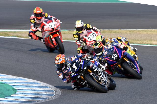 画像: 終始、先頭グループはこの5台 レース中盤から1岡本と50長尾が抜け出します