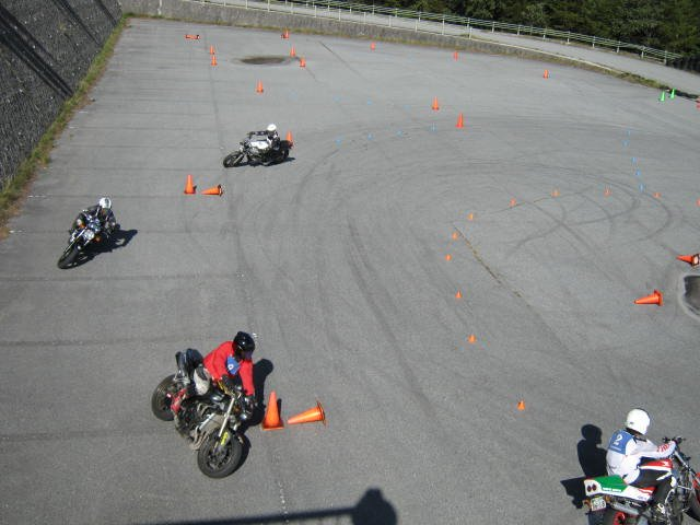 Images : 29番目の画像 - ジムカーナの練習風景 - webオートバイ