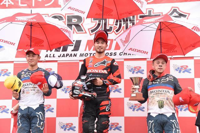画像: IA1ヒート1はチームHRCが表彰台独占! ヒート2はレース序盤に富田俊樹(写真左)はコースアウトしてドロップ、成田亮(写真右)が2位に、3位に星野優位(bLU cRU レーシングチーム鷹)が入りました