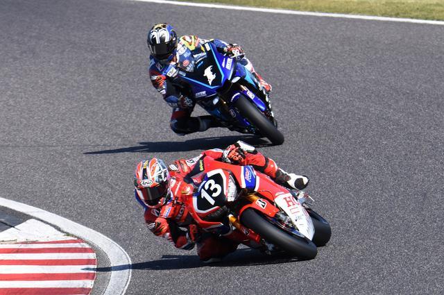 画像: 上の写真、同じ場所での3周目 この周の中盤で、中須賀が転倒してしまうのです