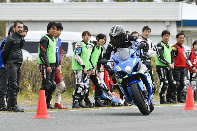 画像: お手本走行を見学! インストラクターさんの走り姿かっこいい!!