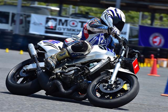 画像: 昨年、記念すべき「MOTO GYMKHANA GREAT SERIES」初開催となった大会を制したのは、A級・冨永崇史選手&NSR250Rだった。
