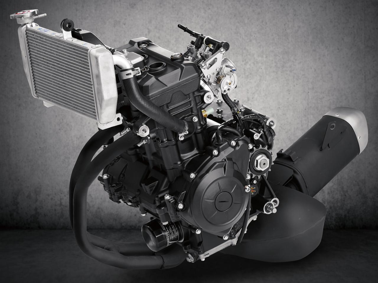 画像: 全回転域でトルクフルなパワー特性で高く評価されている水冷DOHCツインは継承。パワースペックは35PSとトップレベルにある。