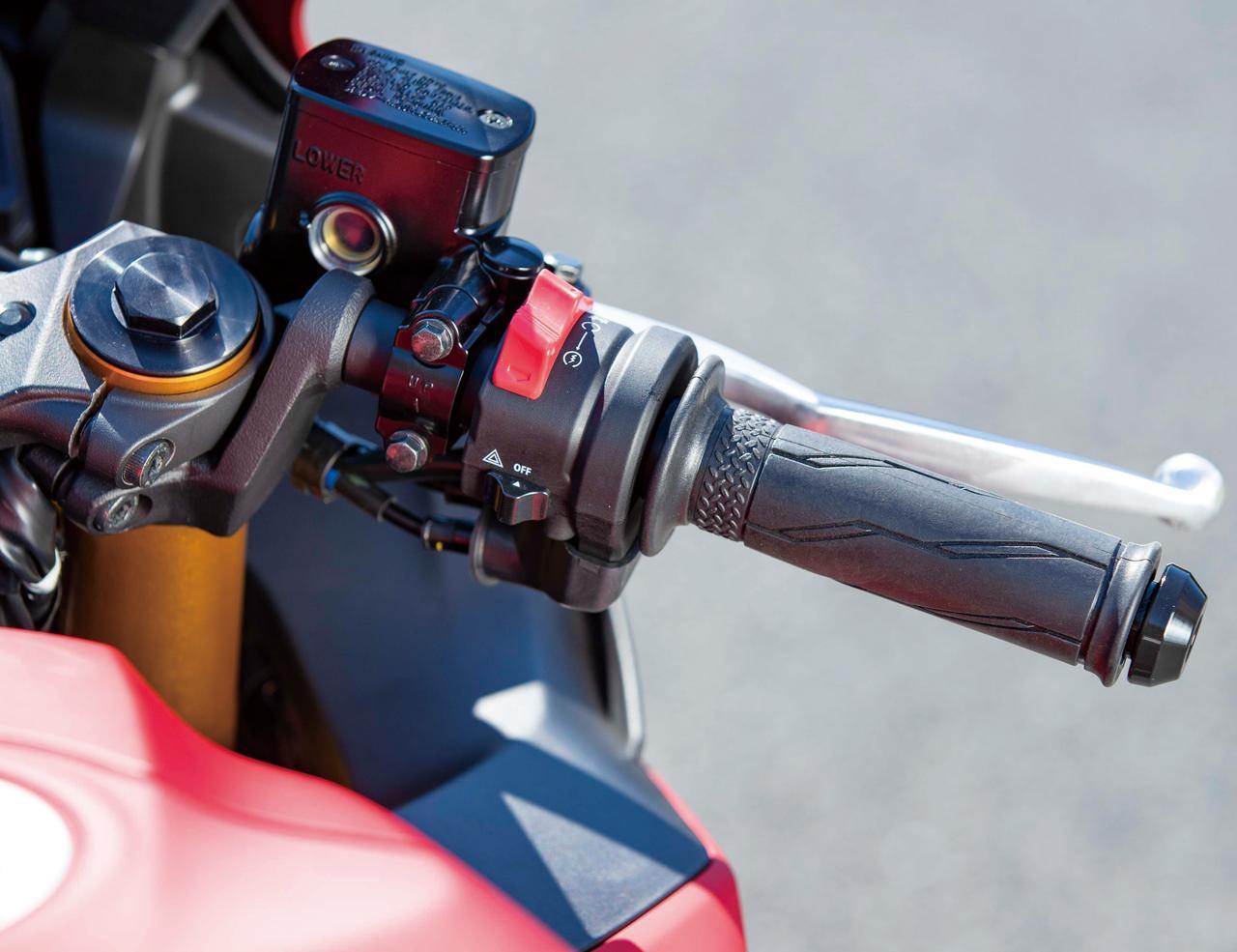 画像: エンジン始動スイッチとキルスイッチを兼用する、MT-07などと同タイプの新型スイッチボックスを採用する。