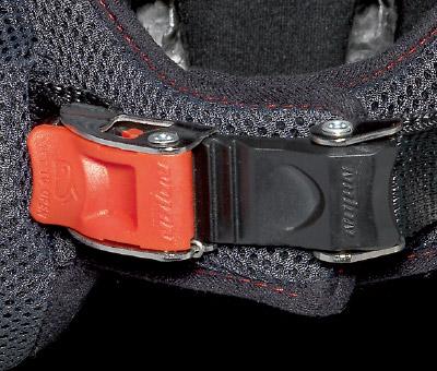 画像4: インナーサンバイザー搭載、帽体は超高強度軽量素材LEXANポリカーボネートを採用!