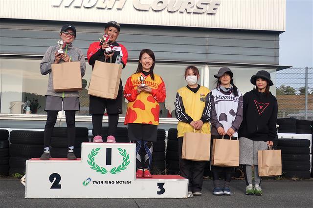 画像: 左から2位・岡部真希選手、1位・山田 翼選手、3位・吉竹智美選手、4位・吉岡由紀子選手、5位・土橋朋子選手、6位・平嶋夏海選手