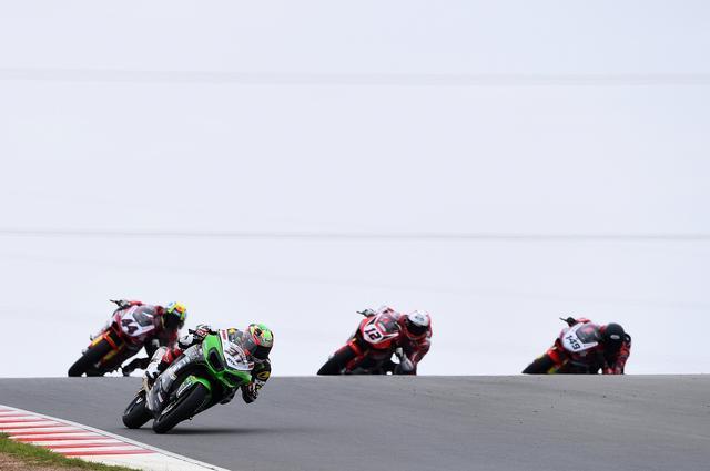 画像: レース2、レース中盤から徐々に抜け出し始める井吉 レース展開のうまさも見えました