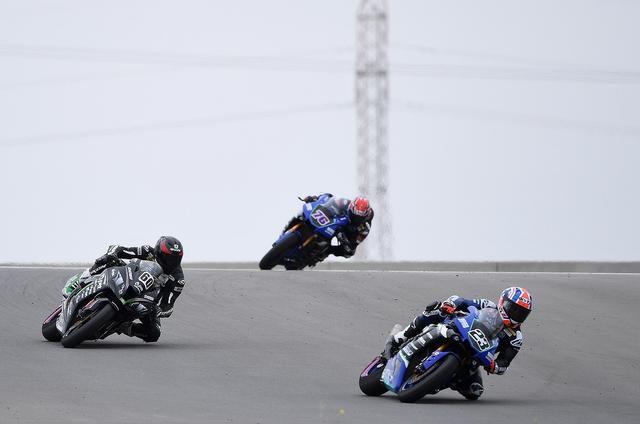画像: レース2の終盤はパークスが前に出てのトップ争い ユウキもこの間隔で3番手につけています