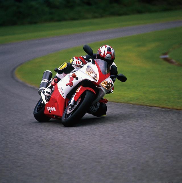 画像: スーパースポーツの新しい方向性を作ったR1!【1994年KAWASAKI Ninja ZX-9R/1998年YAMAHA YZF-R1/1996年SUZUKI  GSX-R750】【花の90年代組】 - webオートバイ