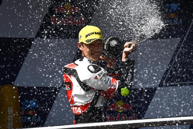 画像: 世界選手権での初シャンパンファイト! 「いい景色だったー!」(タツキ)