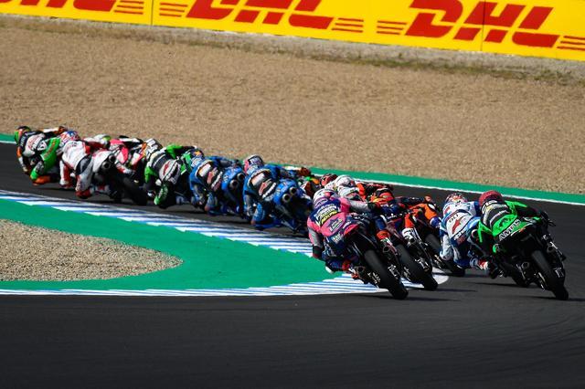 画像: こんな台数、こんな間隔でレースが続くのです