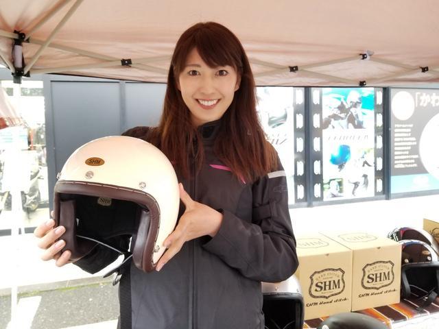 画像: さおりさんアメリカンなヘルメット似合いますね!