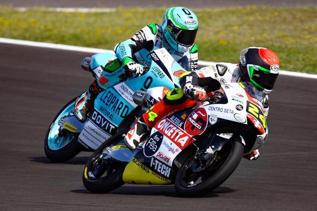 画像: ホンダNSF250R同士の戦い Moto3クラスはマシン差がほとんどなく「セッティングとミスない走りの勝負です」とはタツキの弁