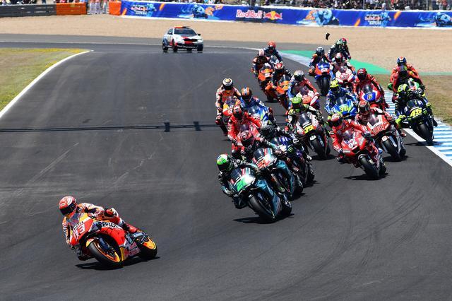 画像: スタートして数コーナーでこのリード。しかしモルビデリとクアルタラロが離しません!