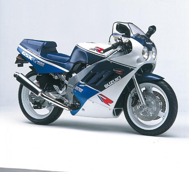 画像: GSX-R400SP 1988年3月 当時国内で激しく戦われていた、400cc市販車を使用したSP400クラスのレースでの戦闘力向上を目指したレース用ベースモデル。クロスミッション、シングルシートカウル、フルアジャスタブルの前後サスなど、改造範囲の狭いSPレース参戦を前提に、レース用の装備を標準装備する。 ●水冷4ストDOHC4バルブ並列4気筒 ●398cc ●59PS/12000rpm ●3.9kg-m/10500rpm ●160kg ●110/70-17・140/60-18 ●73万9000円